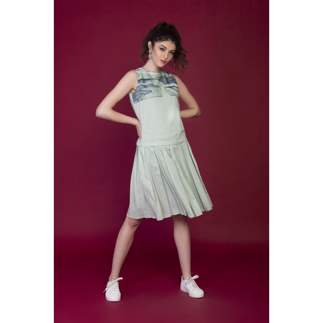 Box pleats embroidered dress
