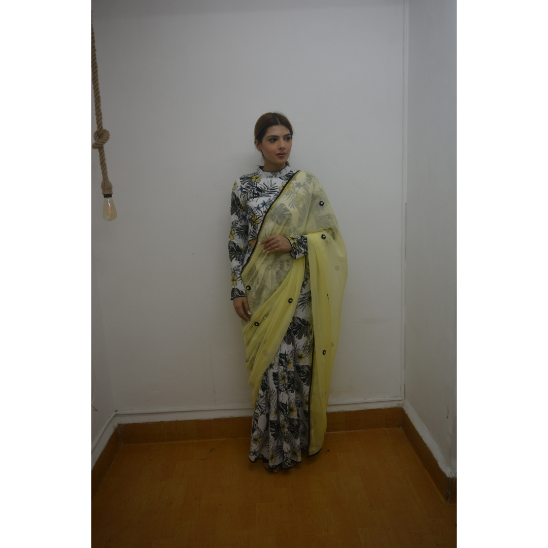 COTTON LINEN EMBELLISHED CHOLI AND SKIRT SAREE WITH YELLOW EMBROIDERED PALLU