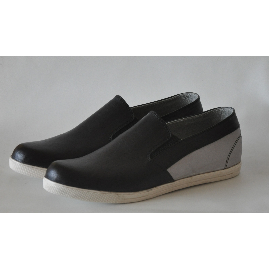balck loafers