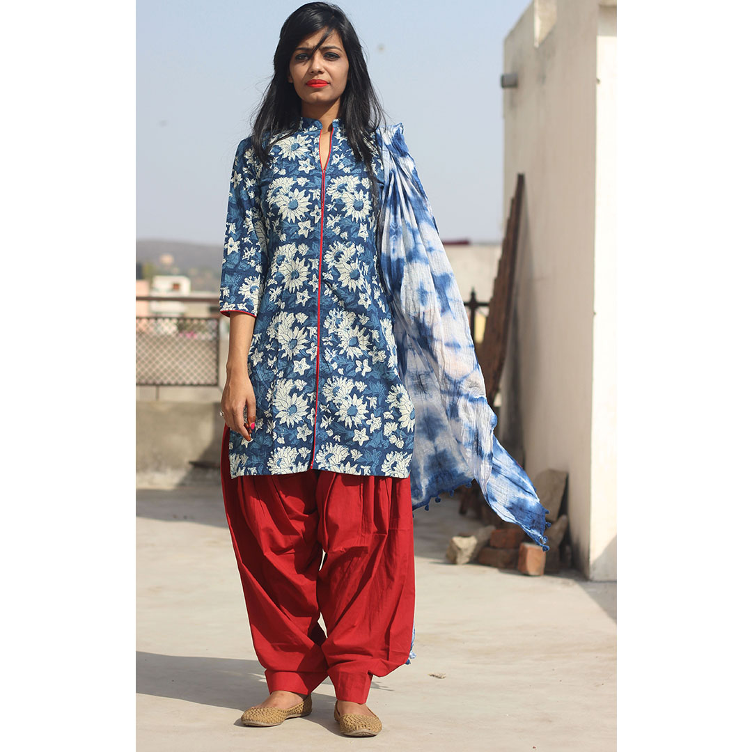 SET OF INDIGO FLORAL KURTA WITH PATIALA