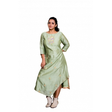 Kurta With Embroidered Detailing And Contrasting Pants1