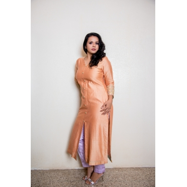 Kurta with embroidered detailing and contrasting pants 2
