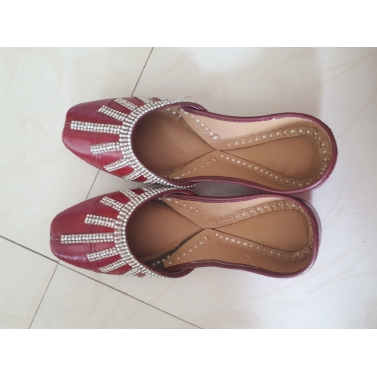 Red brown leather jutti with diamond work1