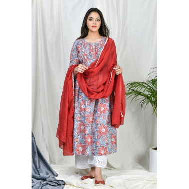 Yasmeen Pintuks Kurta set with embroidered pants and dupatta