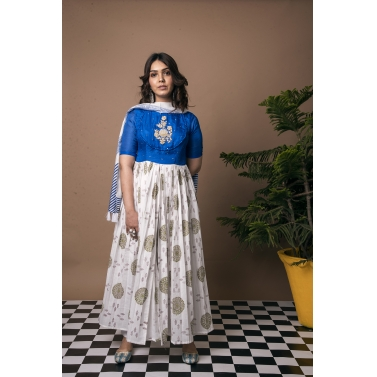 Mughal Boota Front Slit Suit1